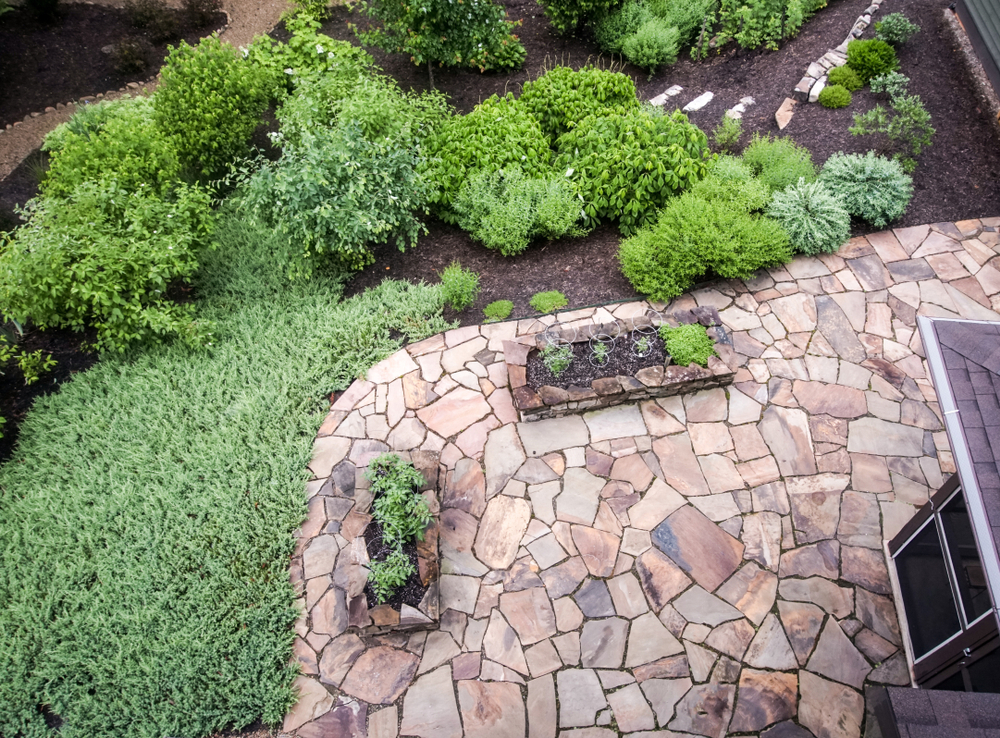 a backyard patio made of various types of flagstone